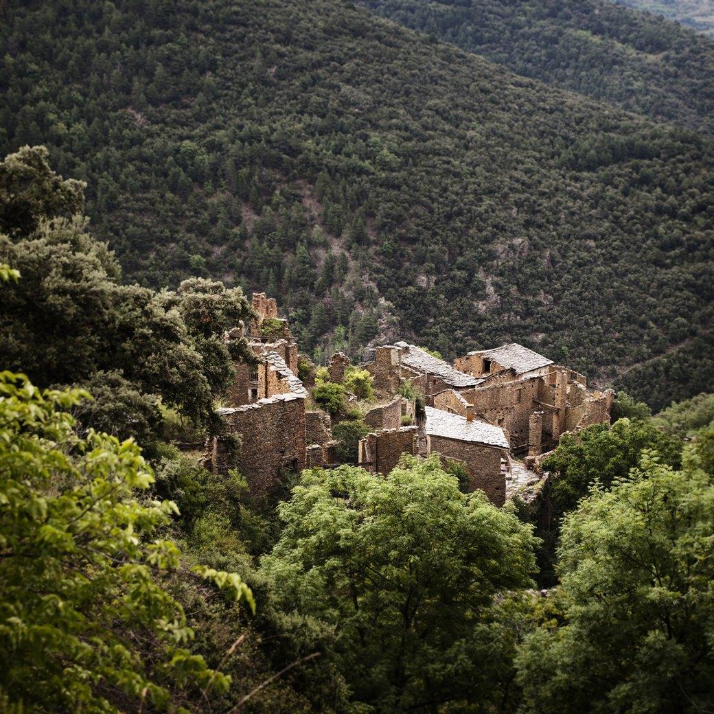 Фотопроект: Как испанские нудисты и нью-эйджеры восстанавливают заброшенные селения. Изображение № 15.