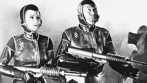 Облик грядущего: Какой представляли одежду будущего режиссеры фантастических фильмов. Изображение № 36.