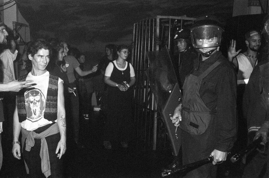C рейва на митинг: Фотохроника британских free parties и попыток отстоять их перед властями. Изображение № 24.