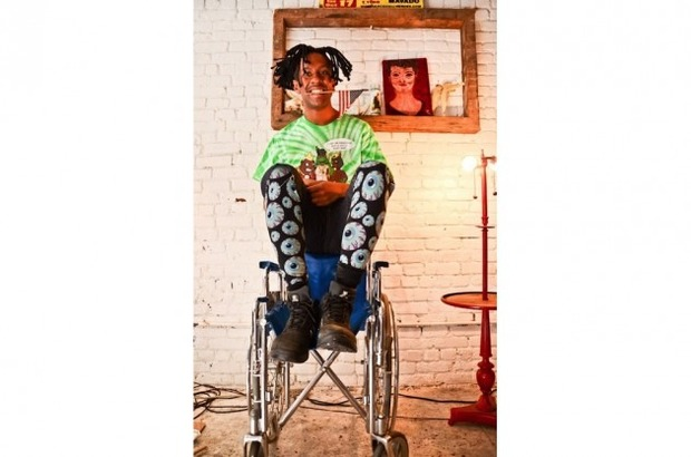 Марка Mishka опубликовала лукбук новой коллекции одежды своей линейки Holiday. Изображение № 31.