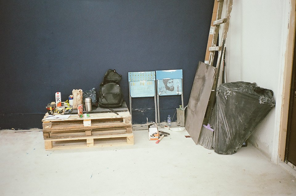 Фоторепортаж: Как мы сделали ремонт в мастерской силами редакции. Изображение № 41.