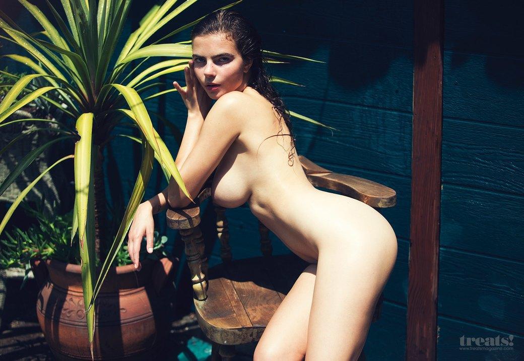 Дэвид Бельмере сфотографировал русскую модель Алину Алилуйкину для нового номера журнала Treats!. Изображение № 1.