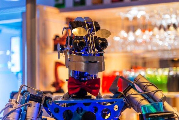 В Германии открылся бар с роботом-барменом. Изображение № 2.