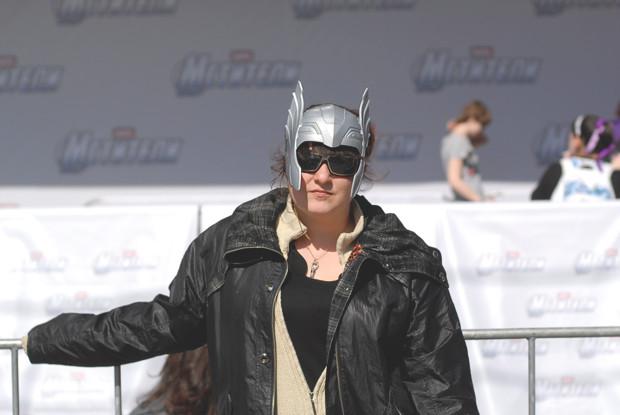 Вендетта по-русски: Девушки в масках супергероев на премьере «Мстителей». Изображение №2.