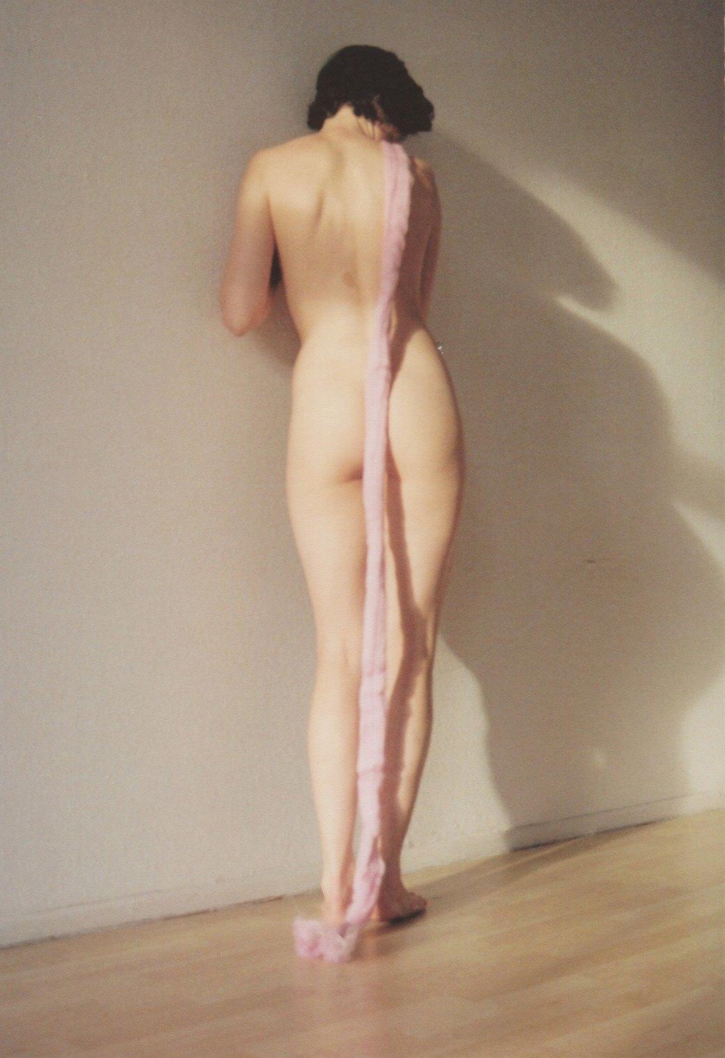 Эйлюл Аслан: Наивная эротика в защиту женщин. Изображение № 5.