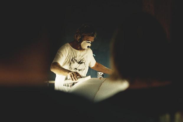 Гонки по пляжу, серфы и бесконечное лето: Репортаж из мастерской Deus Ex Machina на острове Бали. Изображение №18.