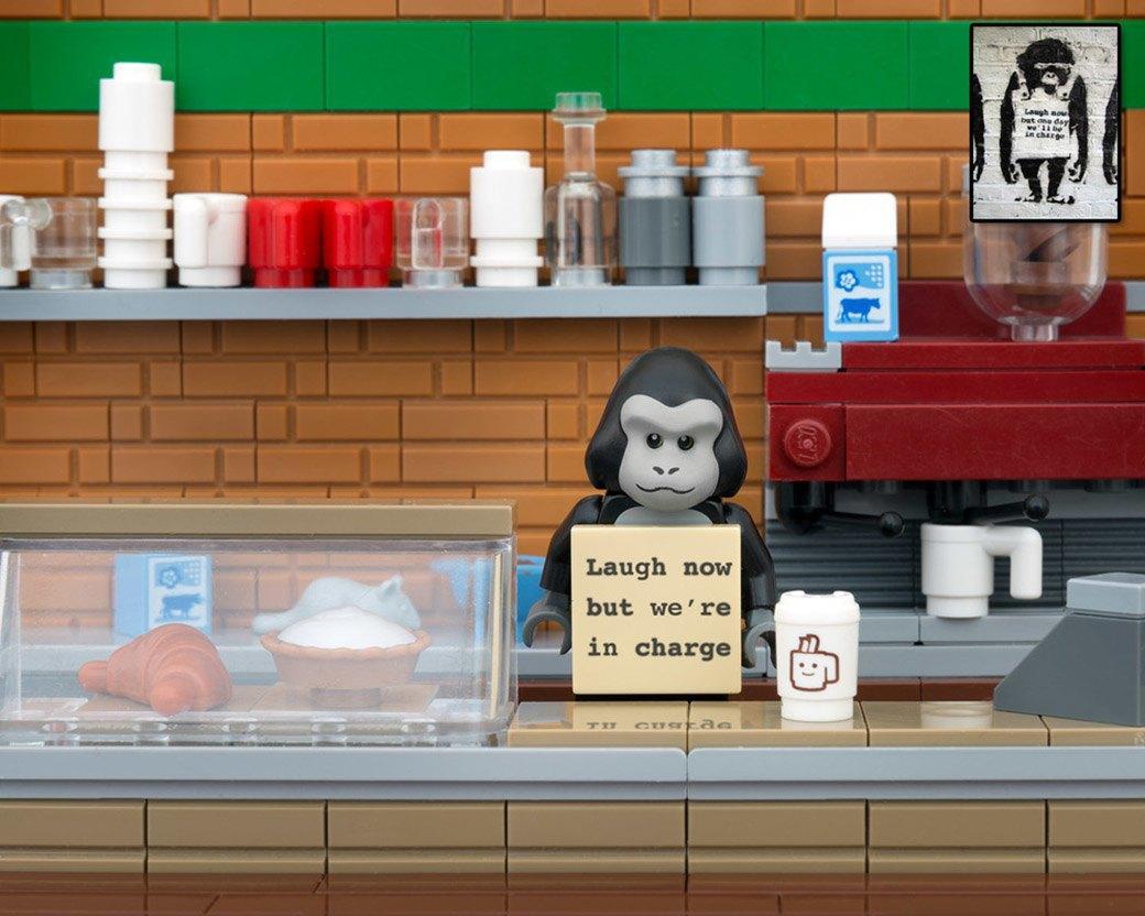 Bricksy: Работы Бэнкси из конструктора LEGO. Изображение № 9.