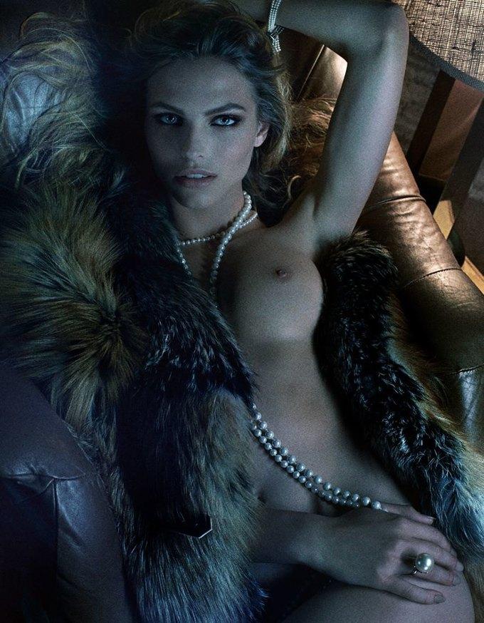 «Ангелы» Victoria's Secret снялись обнажёнными для журнала Interview. Изображение № 10.