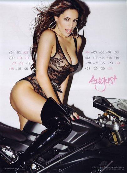 Актриса и модель Келли Брук выпустила собственный эротический календарь. Изображение № 9.