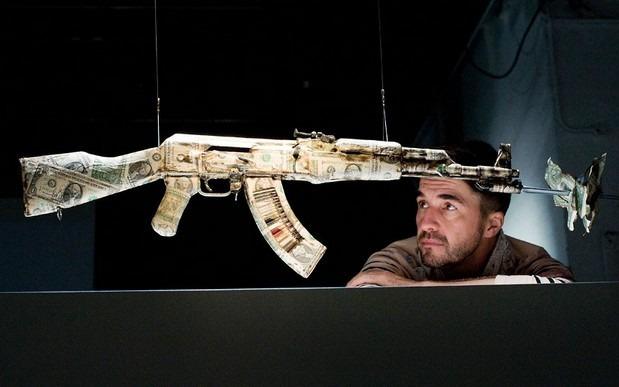 Британские художники представили миролюбивые модификации АК-47. Изображение № 12.