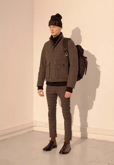 Марка Undercover опубликовала лукбук осенней коллекции одежды. Изображение № 18.