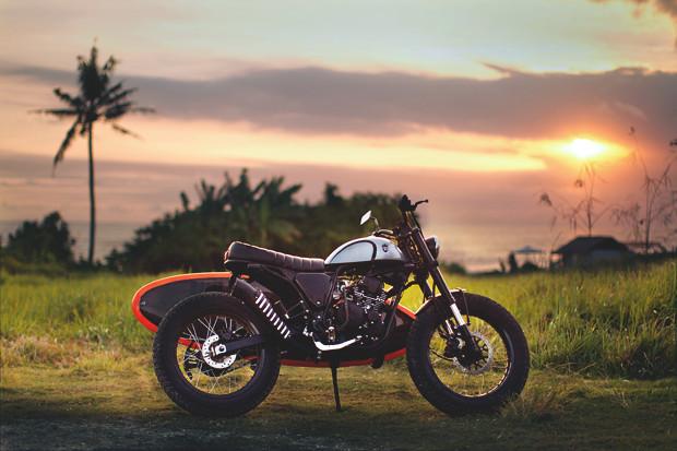Гонки по пляжу, серфы и бесконечное лето: Репортаж из мастерской Deus Ex Machina на острове Бали. Изображение №39.