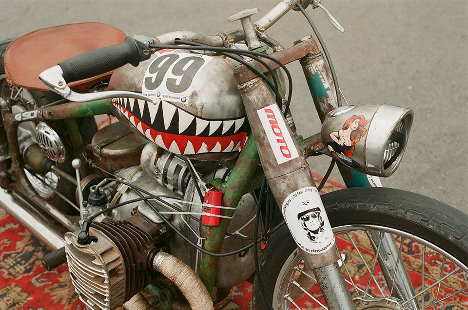Фоторепортаж с гонки кастомных мотоциклов Nuts & Bolts. Изображение № 20.
