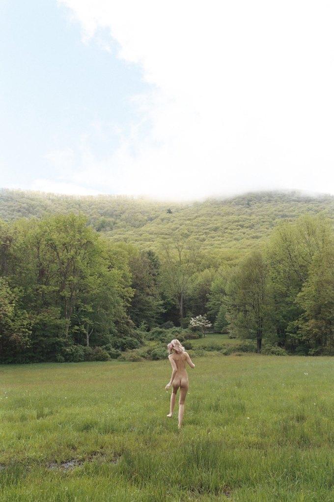 Эбби Ли Кершоу сфотографировалась у Кары Стрикер для нью-йоркской выставки Make Love to the World. Изображение № 3.