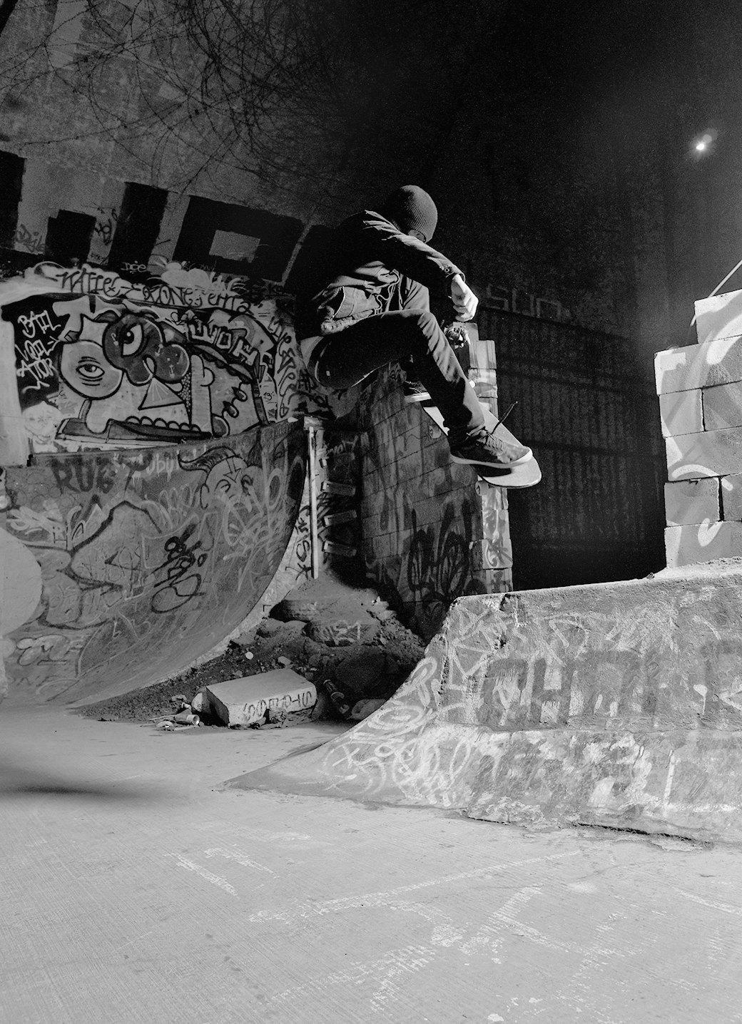 BA.KU.: Фотопроект о загадочной субкультуре канадских скейтеров-металлистов. Изображение № 12.