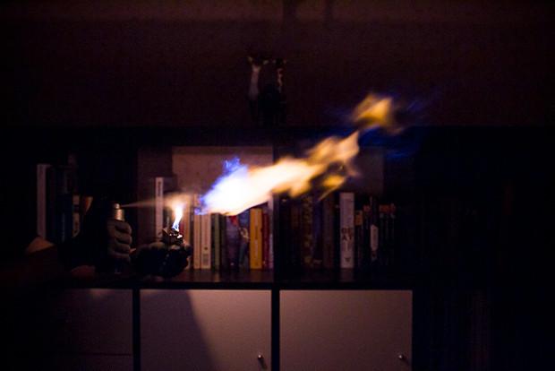 Власть огня: Испытание дезодорантов на длину пламени. Изображение № 4.
