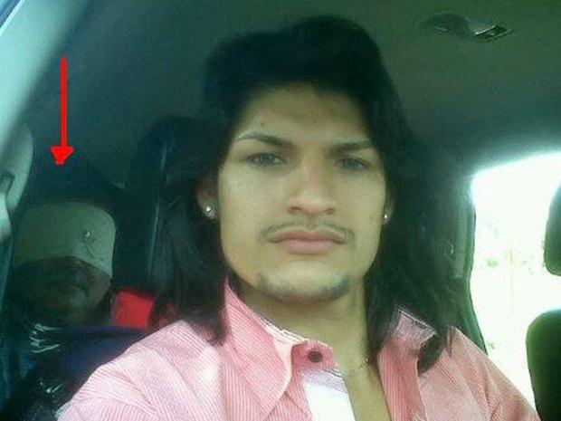 В сети нашли члена мексиканского наркокартеля, который любит делать селфи. Изображение № 15.
