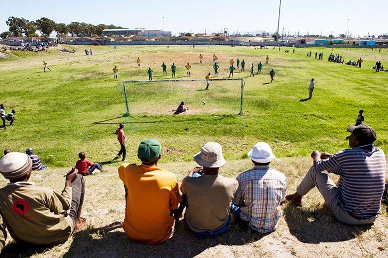 Как выглядит дворовый футбол на окраинах Кейптауна. Изображение № 14.