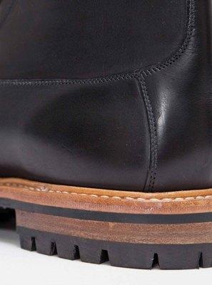 Марка Tricker's и магазин Tres Bien представили совместную модель ботинок. Изображение № 5.