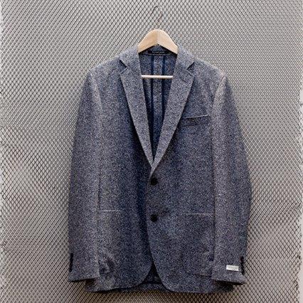 5 красивых продавщиц в магазинах одежды выбирают вещи для парня мечты. Изображение № 12.