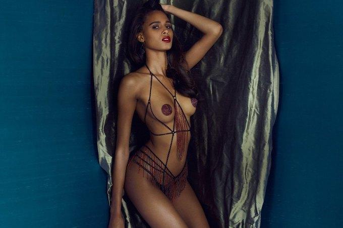 Модели Марлин Хоэк и Синди Бруна снялись в новой рекламе Agent Provocateur. Изображение № 9.