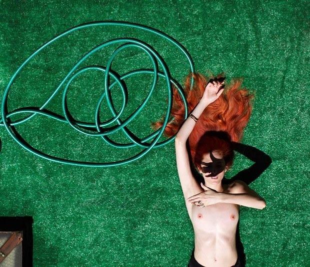 Американская модель Лора О'Нил снялась для журнала Nero Homme. Изображение № 7.