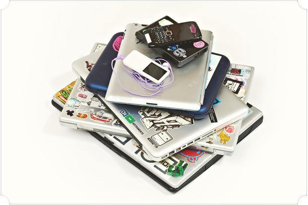 Я жертва технологий, меня постоянно окружают Wi-Fi, GPS, USB, MIDI, SCSI, MacOS, WinXP, Bluetooth и HD.. Изображение № 19.