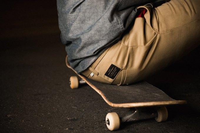Марка Levi's опубликовала лукбук новой коллекции для скейтеров. Изображение № 8.