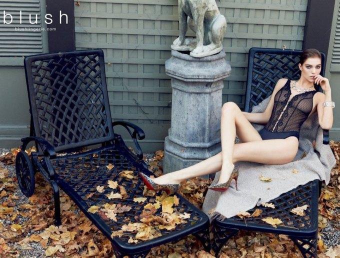 Модель Саманта Градовилль снялась в рекламе Blush. Изображение № 6.