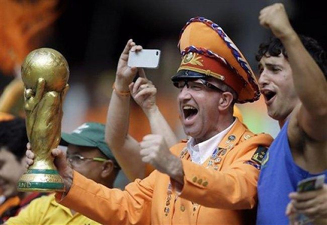 Во что наряжаются болельщики нынешнего чемпионата мира. Изображение № 15.
