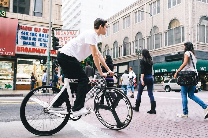 Vans и Leader Bikes представили лукбук и видеолукбук новой коллекции. Изображение № 2.