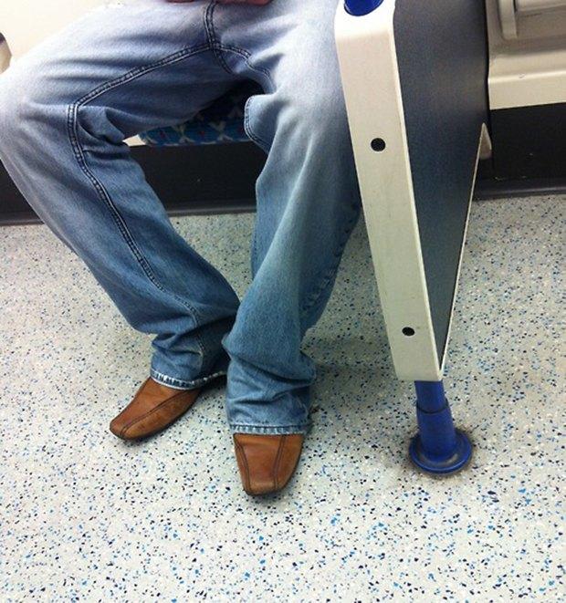Jeans and Sheuxsss: Еженедельные обзоры худших сочетаний обуви и джинсов. Изображение № 24.