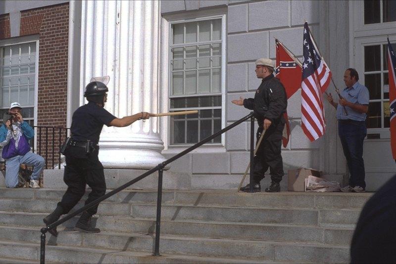 Бытовая жизнь неонацистской группы в США. Изображение № 2.