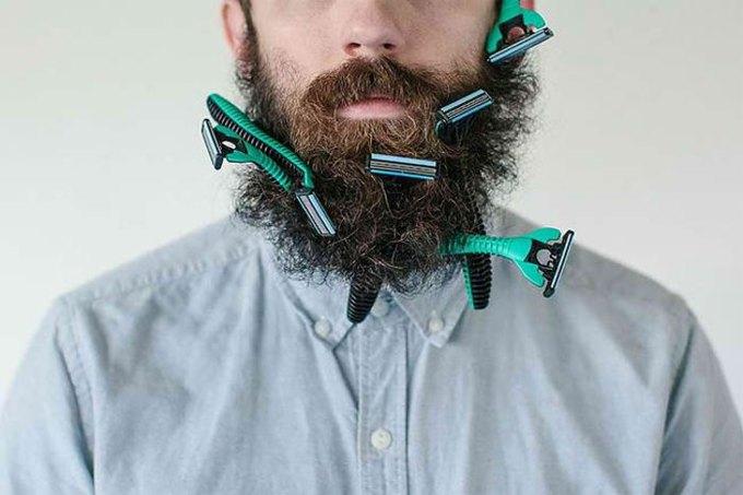 Американец научил свою бороду держать предметы. Изображение № 8.