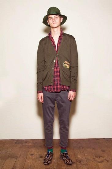 Марка Undercover опубликовала лукбук весенней коллекции одежды. Изображение № 19.