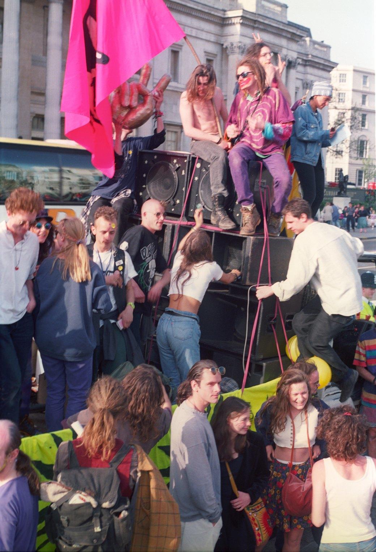 C рейва на митинг: Фотохроника британских free parties и попыток отстоять их перед властями. Изображение № 8.