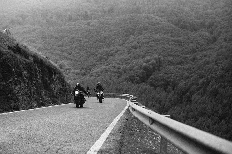 Фоторепортаж с мотоциклетного фестиваля Wheels & Waves. Изображение № 44.