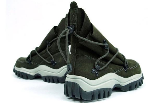 10 самых спорных моделей кроссовок 2011 года. Изображение № 47.