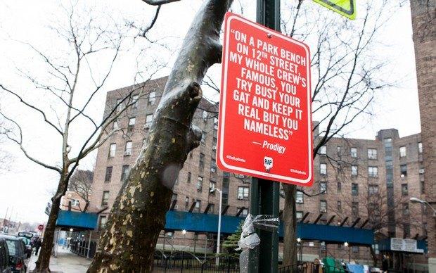 Нью-йоркский художник Джей Шеллс крепит к столбам таблички с рэп-цитатами. Изображение № 25.
