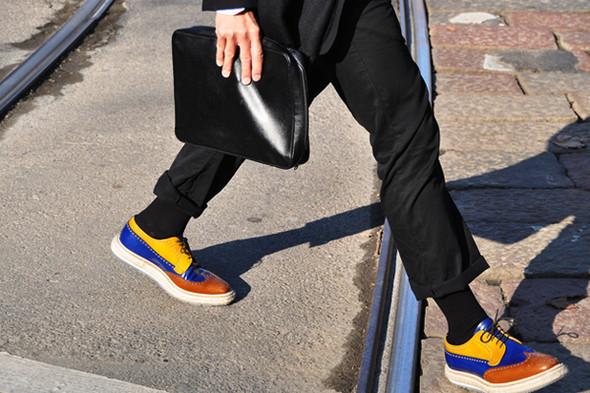 Изображение 28. Шарфы, клатчи, клетчатые пиджаки и подвернутые джинсы.. Изображение № 52.