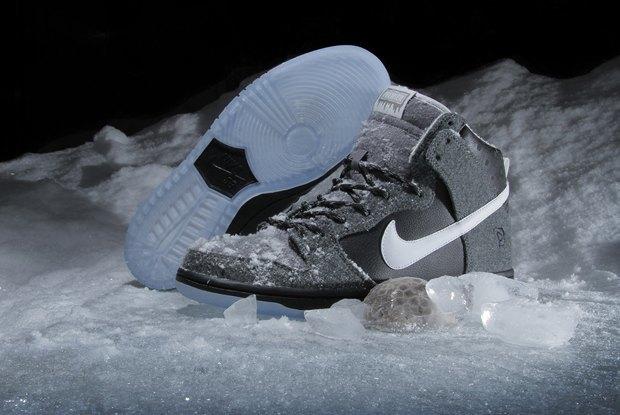 Магазин Premier и марка Nike выпустила совместную модель обуви SB Dunk Hi Premier SE. Изображение № 1.