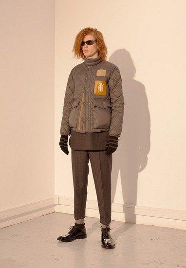 Марка Undercover опубликовала лукбук осенней коллекции одежды. Изображение № 21.