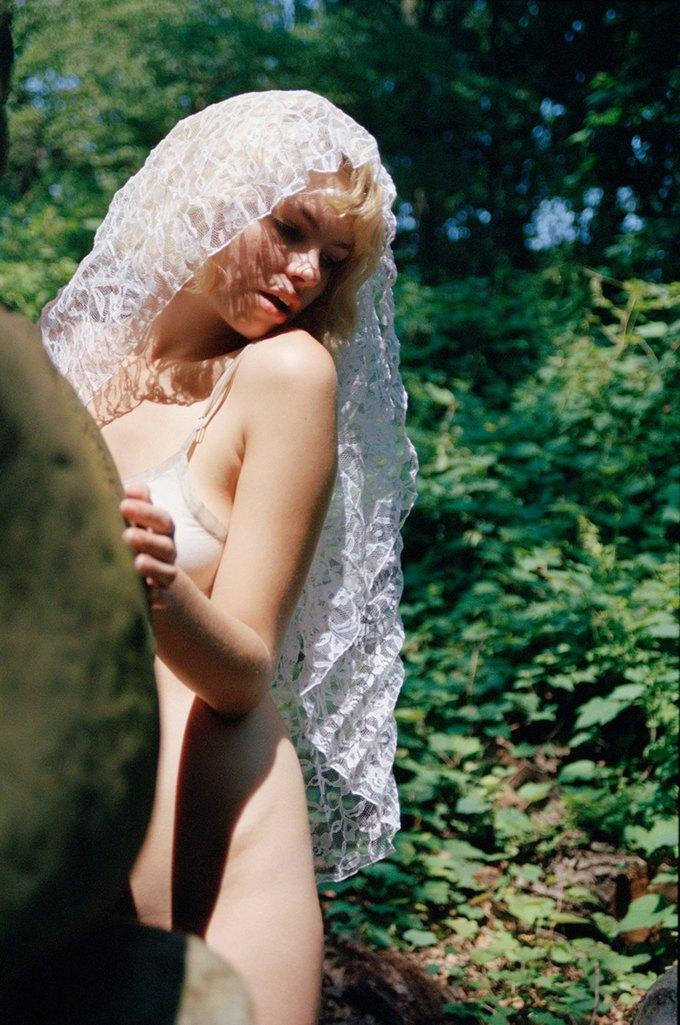 Канадская модель Британи Нола снялаcь для журнала Purple. Изображение № 7.