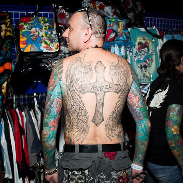 Разговоры за спиной: Обладатели «забитых» спин рассказывают о сюжетах своих татуировок. Изображение №3.