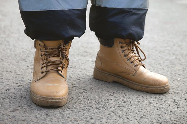 Рабочие ботинки: В чем трудятся московские сварщики, строители и маляры. Изображение № 6.
