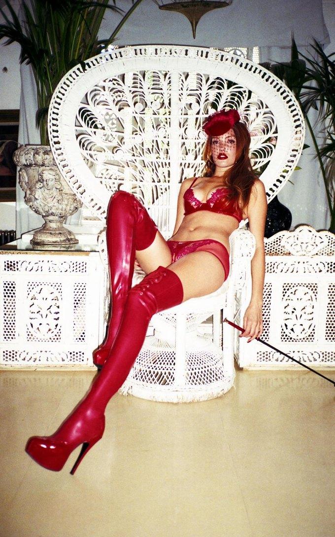 Модель Оливия Гарсон снялась в рекламе нижнего белья Coco De Mer. Изображение № 10.