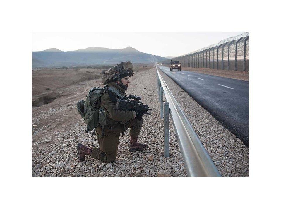 Фотопроект: Как служат женщины в армии Израиля. Изображение № 43.