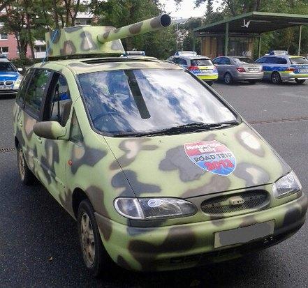 В Германии полиция задержала автомобиль-танк. Изображение № 1.