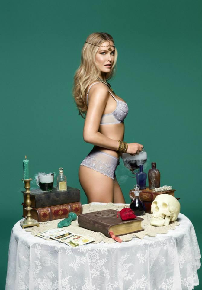 Модель Бар Рафаэли снялась в рекламе белья Passionata. Изображение № 9.