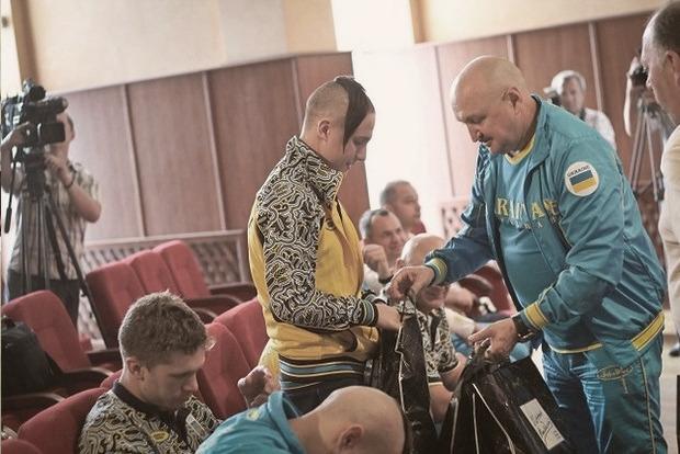 Украинские боксеры поехали на Олимпиаду с казацкими чубами. Изображение № 2.